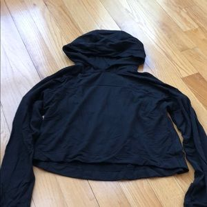 LULULEMON SIZE 8 CROPPED HOODIE BLK